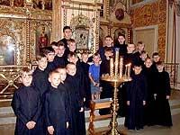 Бывшие «трудные» подростки и брошенные дети, которых монашеское братство приняло в свою семью...